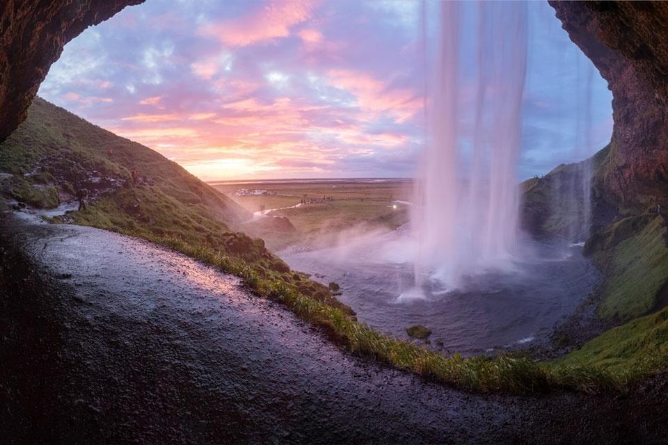 Achterzijde waterval in IJsland